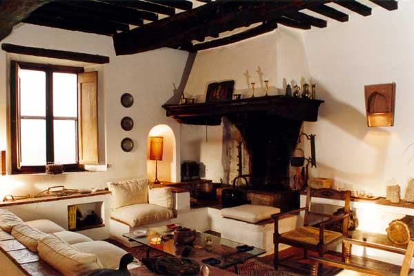 Soggiorno con camino living room with fireplace for Living con camino