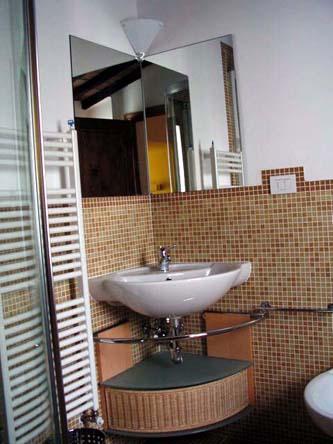 Appartamento 2 - Ripresa di nascosto in bagno ...