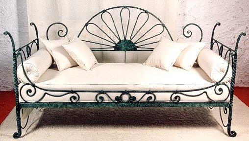 Divano in ferro battuto e tessuto sardo for Divano ottomana
