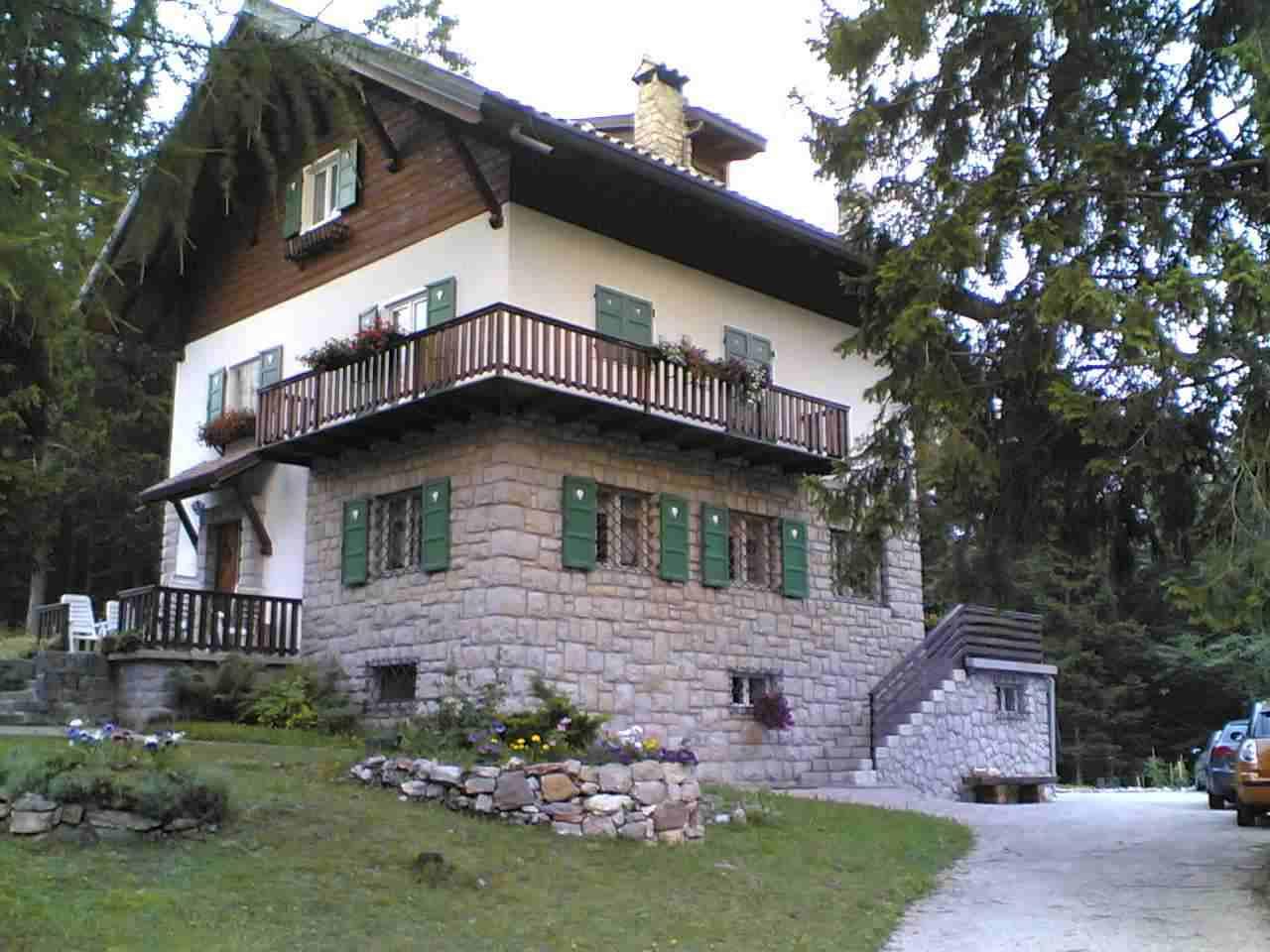 Trentino lavarone affitto appartamento mansarda for Arredamenti boschi trento