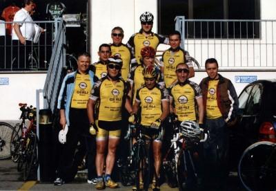 i partecipanti del team 'Scirano' alla Milano-Castellania