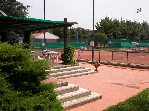 Il club for Campo sportivo seminterrato